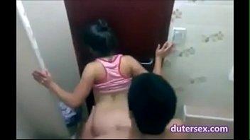 babae naliligo2 pepe batang boso kita Induan aunty with boy