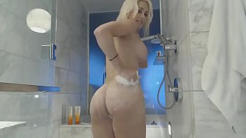 in bath show webcam the Pink pussy filled with massive cock