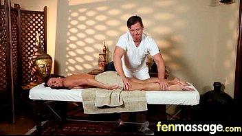 massage blowjob gay Ensea verga en el carro y se corre