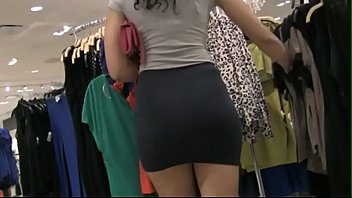 green sexy walk a in skirt Leche de bukkake para la puta