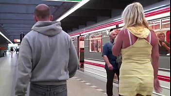 public train handjob uk bus Voyeur piscine 30