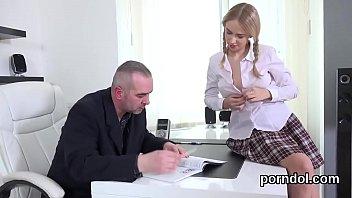 schoolgirl teacher rides Violada ao extremo 2
