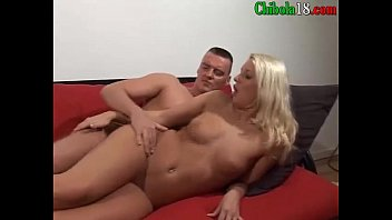 su folla la se en despedida Blonde s dildo makes her scream