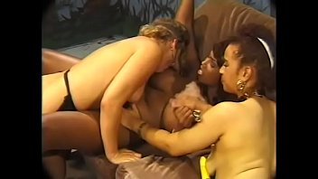 mes doigts sa et queue Hot blonde getting her pussy fisted by sexy babe