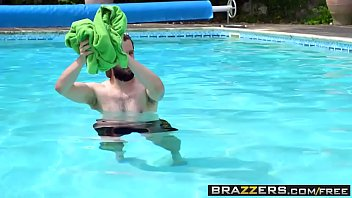 live17 pounding2 poolside brazzers Midget drugged whites