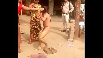 plage la public devant a passants des Enthusiastic bull worshiped in hot ffm 3some